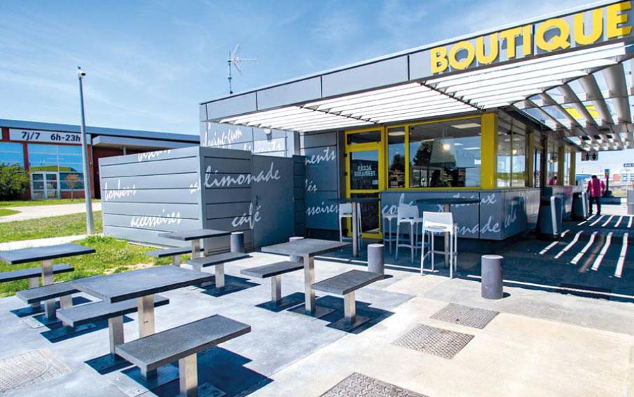 facade-boutique-parking-securise-truck-etape-beziers
